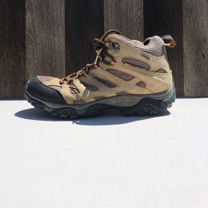Merrill Moab Mid Earth Hiking Boots